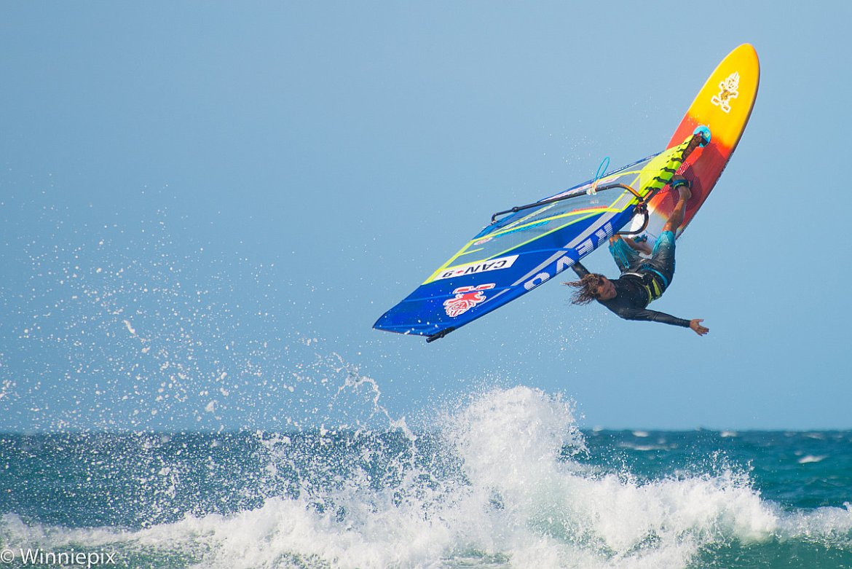 Phil Soltysiak Backloop at Praia de Malhada - photo by Winnie Pix