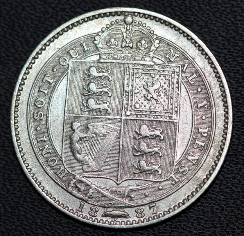queen-Victoria--silver-shilling-coin-1887-reverse macro