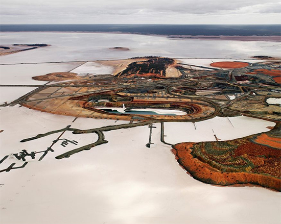 Edward-Burtynsky-Silver-Lake-Operations-3-OIL-Lake-Lefroy-Australia
