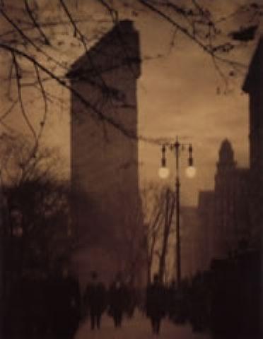 Alvin Langdon Coburn - The Flat Iron Building, Evening, 1911