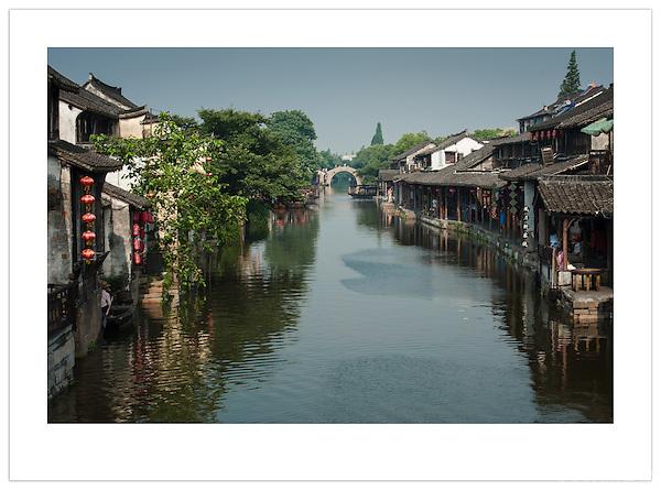 A tranquil waterway in Xitang, Zhejiang, China (Ian Mylam/© Ian Mylam (www.ianmylam.com))