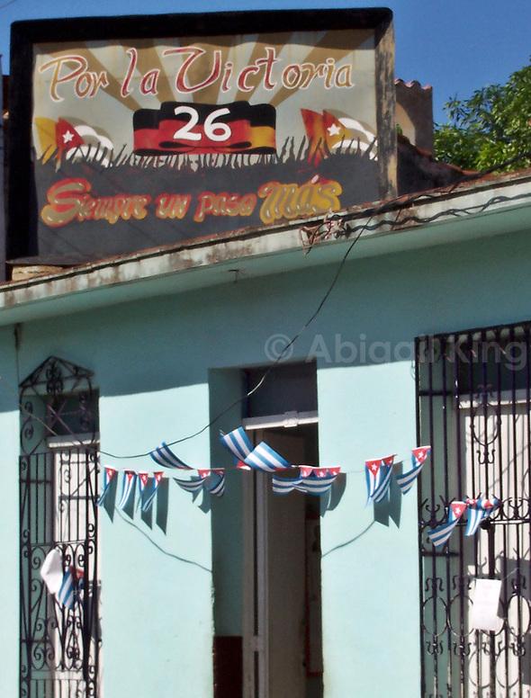 Por la victoria - street art with flag in Cuba