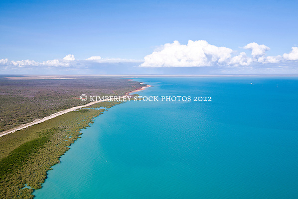 Aerial view of Roebuck Bay (Annabelle Sandes/© Annabelle Sandes | Kimberley Media 2011)