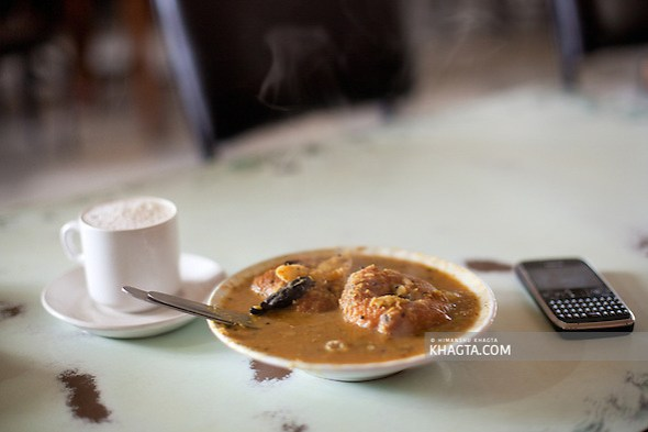 A cup of filter coffee and a plate of Vada- Sambhar at the Indian Coffee House of Shimla (Himanshu Khagta)