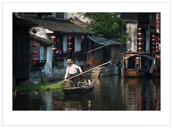 Boatman - Xitang, Zhejiang, China (Ian Mylam/© Ian Mylam (www.ianmylam.com))