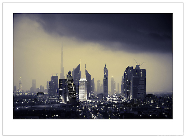 Storm Over Dubai (©2012 Ian Mylam)