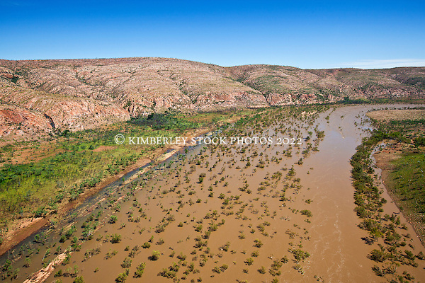 The Fitzroy River near Fitzroy Bluff on Old Mornington Station (Annabelle Sandes/© Annabelle Sandes | Kimberley Media 2010)