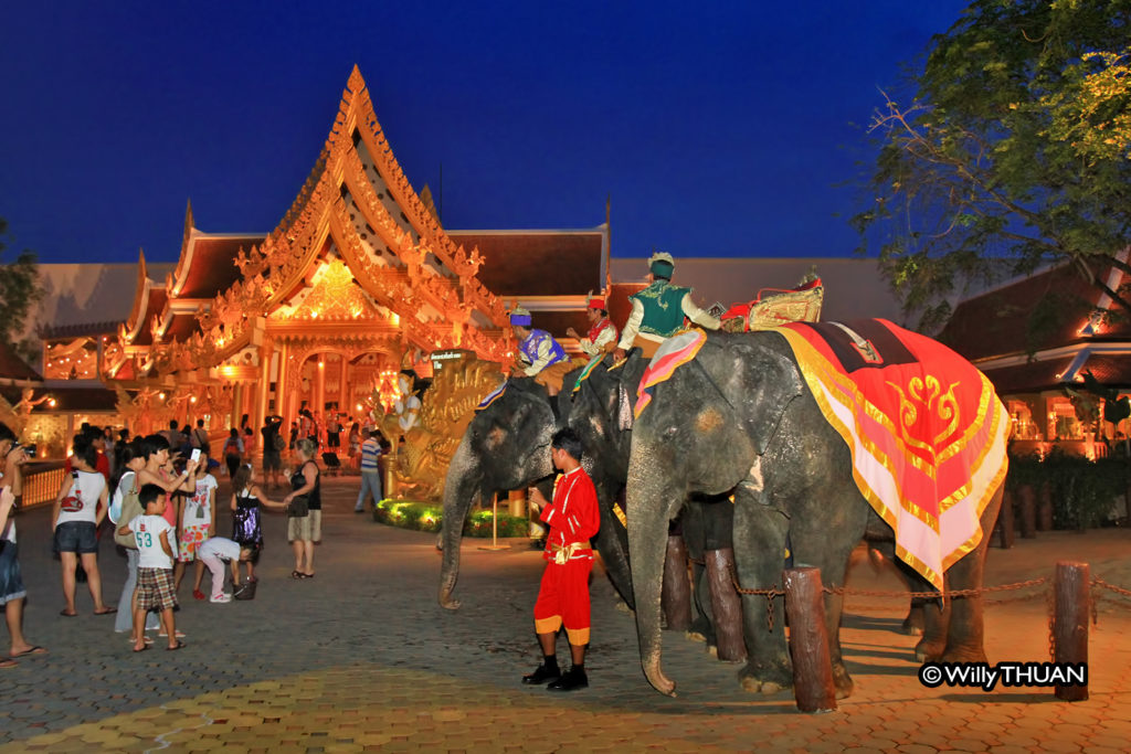 phuket-fantasea-elephants