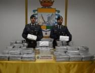 Sequestrati 38 kg di cocaina purissima al porto di Gioia Tauro.