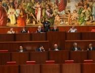 Bilancio 2015: il Consiglio lo approva a maggioranza con l'astensione del Ncd. Tre milioni di euro per Gioia Tauro