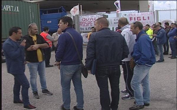Porto di Gioia Tauro, sit in di protesta dei lavoratori della BLG