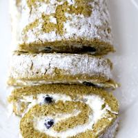 Matcha Roll Cake with Fresh Blueberries (Swiss Roll)