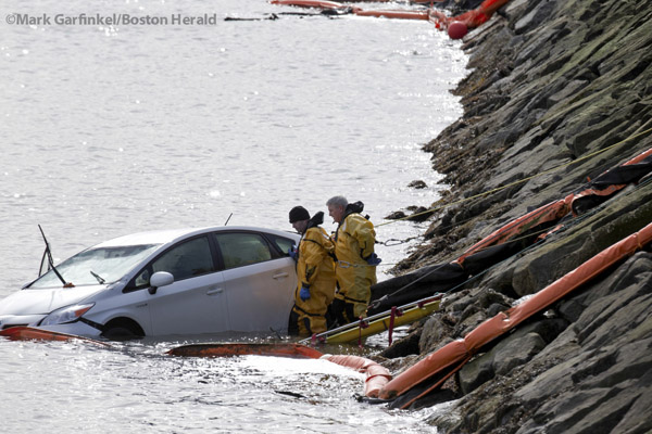 03/05/16-Boston,MA First responders work at the scene of this car in the water, near the JFK Library and UMASS Boston. Staff photo by Mark Garfinkel