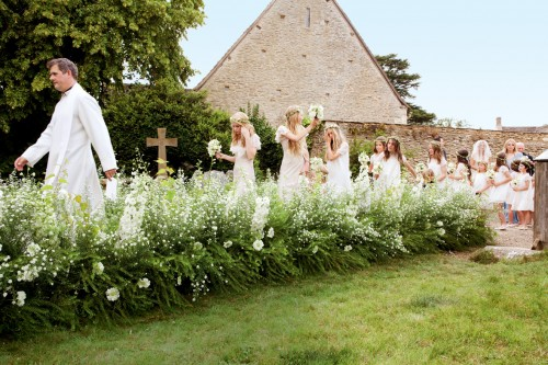 kate moss wedding garden aisle