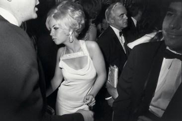 garry-winogrand-centennial-ball-metropolitan-museum-new-york-1969-web