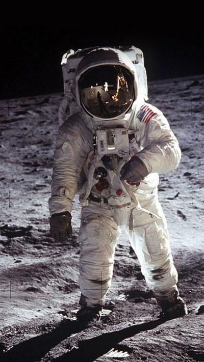 Download Free Astronaut Iphone Wallpaper | PixelsTalk.Net