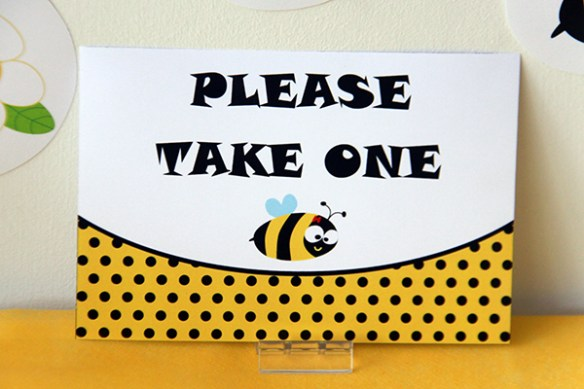 Bumble Bee Birthday Party Sign by Pixiebear Party Printables