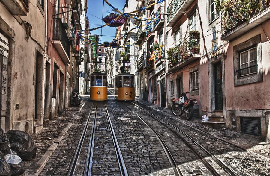 http://i2.wp.com/www.placestoseeinyourlifetime.com/wp-content/uploads/2015/10/Top-Trolley-Lisbon3.jpg?w=1050