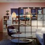 Estantería funcional que divide la cocina de la sala de estar