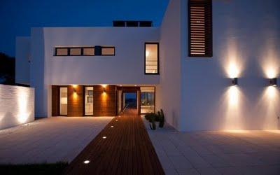 Iluminación de fachadas minimalistas