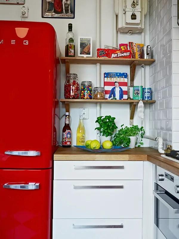 l 39 appartement vintage au frigo rouge planete deco a homes world. Black Bedroom Furniture Sets. Home Design Ideas