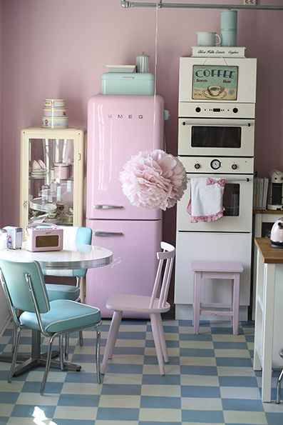 On d code la d co une cuisine vintage et pastel for Cuisine retro chic
