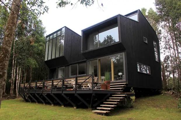Une maison de bois noir au Chili  PLANETE DECO a homes world
