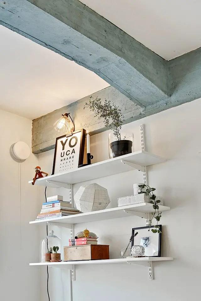 l 39 appartement aux poutres bleues planete deco a homes world. Black Bedroom Furniture Sets. Home Design Ideas