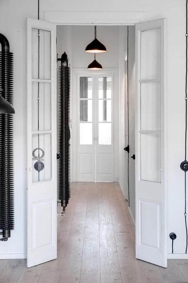 estilo industrial, blanco, paredes ladrillo, estilo nórdico, suelo madera, radiador diseño, dekoloop