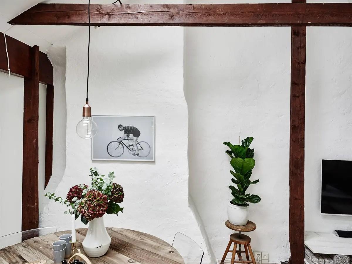 du charme sous les toits planete deco a homes world. Black Bedroom Furniture Sets. Home Design Ideas