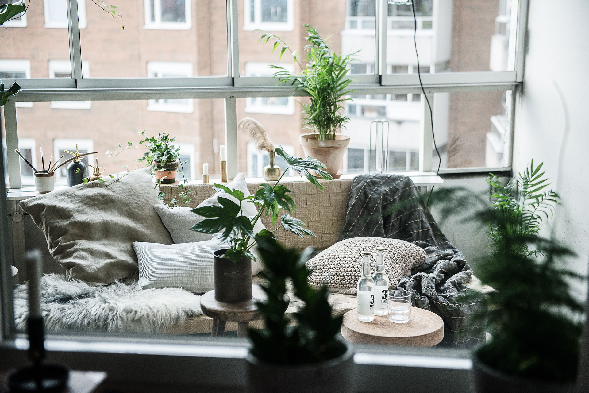 balcon avec vue planete deco a homes world bloglovin. Black Bedroom Furniture Sets. Home Design Ideas