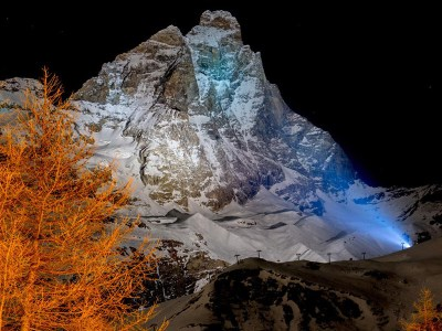 The Night of the Matterhorn. On 16th July, the eve of the conquest along the streets of the centre of Breuil-Cervinia, a festival that will continue all through the night.