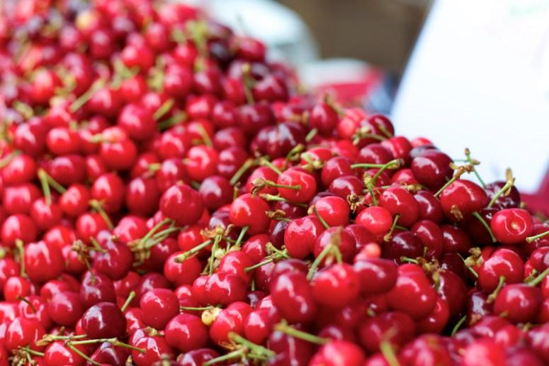 ferry-building-farmers-market-cherries