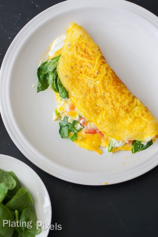How to Make the Perfect Spinach and Goat Cheese Omelet - www.platingpixels.com