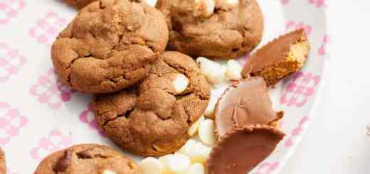 Peanut Butter + White Chocolate + Reese's Peanut Butter Cup Cookies - www.platingpixels.com