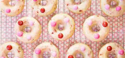 Chocolate Strawberry Glazed Baked Doughnuts recipe - www.platingpixels.com