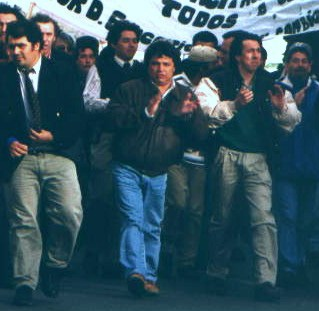 Rudy Ulloa dirige una patota contra marcha docente