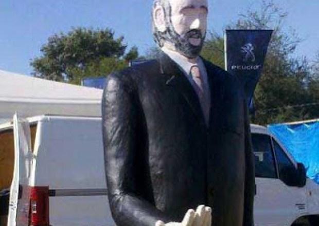 Estatua de Gildo Insfrán en Formosa
