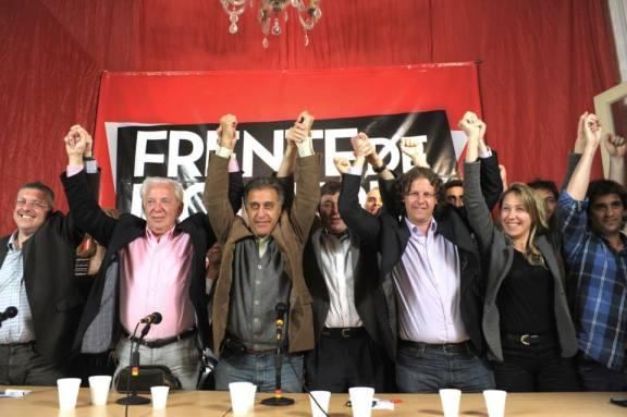 Los dirigentes del Frente de Izquierda celebrando los resultados electorales.