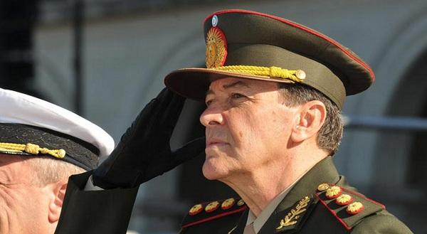 El jefe del ejército, más complicado.