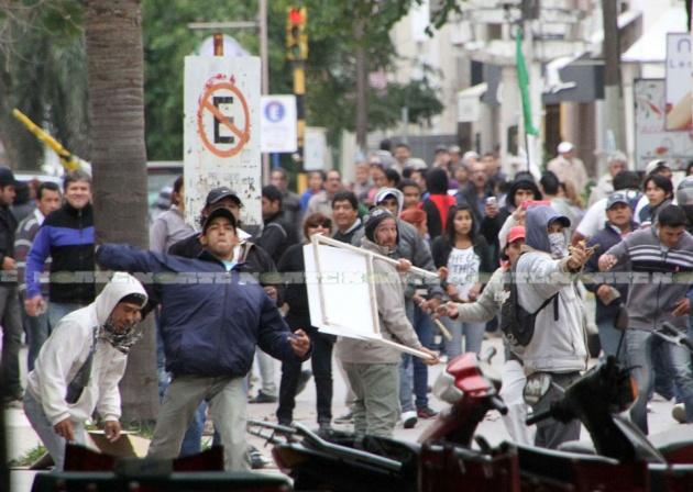 Manifestantes enfrentan la represión. (Foto Diario Norte)