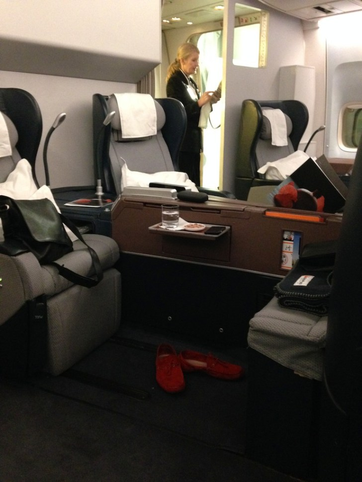 Hong Kong - Sydney Qantas 747 First Class review