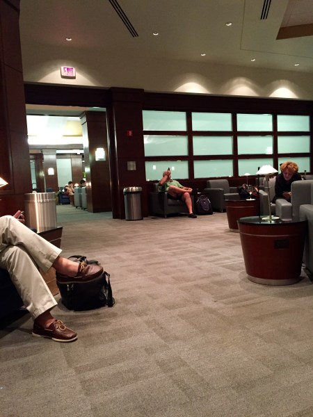 admirals club CLT Charlotte lounge review airport us airways american airlines