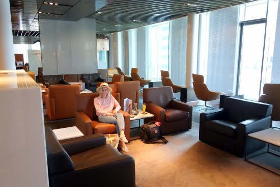 Lounge Review Lufthansa First Class Terminal Frankfurt FRA shower, tub whiskey champagne food bed duck ducks car BWM Mercedes transfer