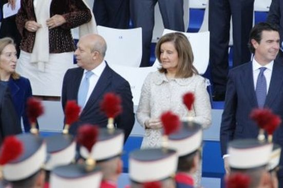 Los más queridos del gobierno. Por Dios, y en LOC hace unas semanas decían que Fátima Báñez era de las mejor vestidas del gobierno...