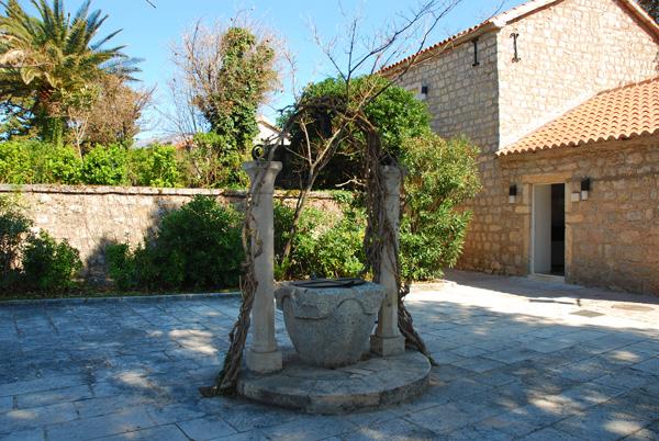 Sveti Stefan Courtyard