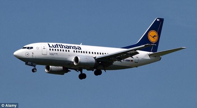 Патник се обиде во текот на летот да отвори врата и запали цигара