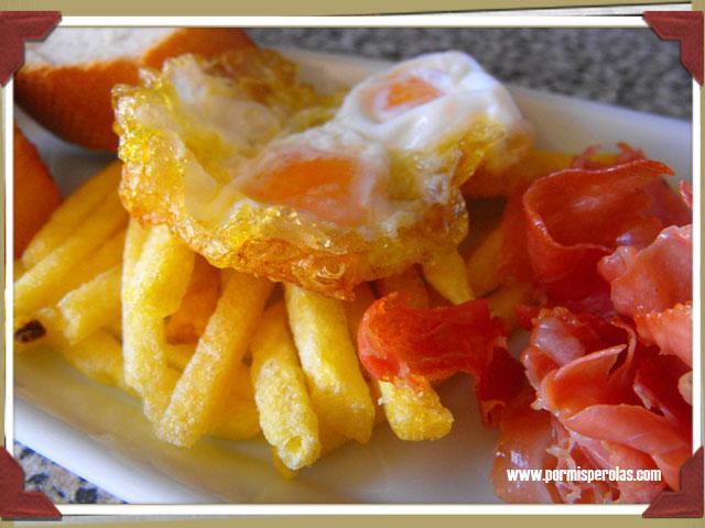 Tapa de huevos de codorniz con patatas y jamón #diadelatapa