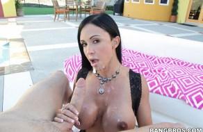 Jewels Jade recibe sexo anal y corrida