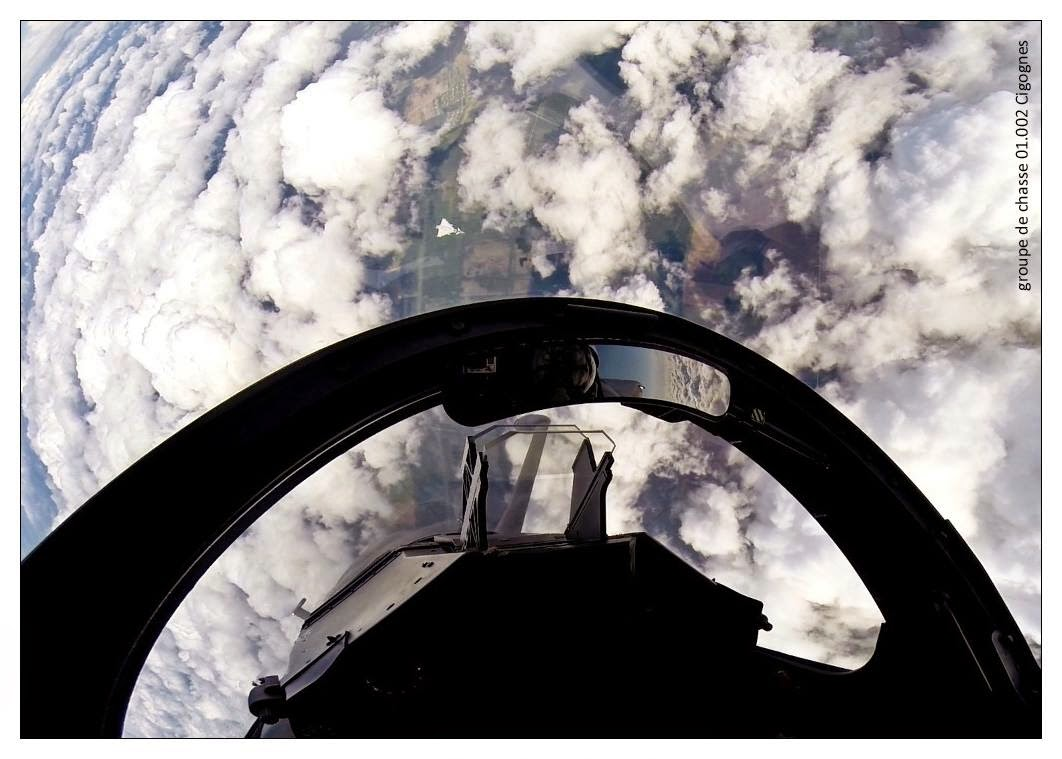 Un Mirage 2000 qui mange un Typhoon...